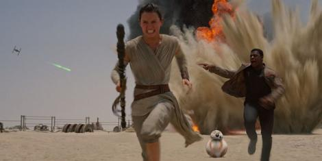 Star-Wars-Force-Awakens-Rey-Finn-BB8-running.jpg
