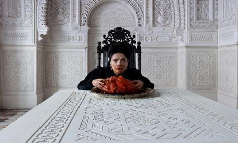 salma-hayek-eating-a-dragon-heart.jpg